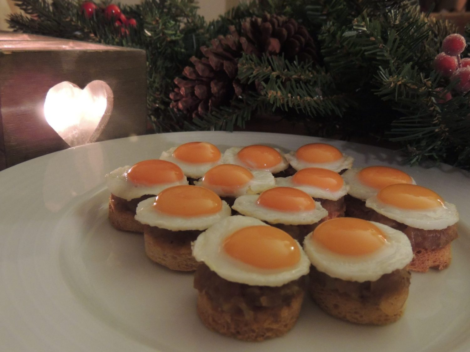 Fried quail eggs on toast